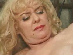 She Loves Fisting Her Horny Mature Lesbo Friend