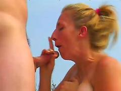 Amateur Cherry Gets Bannged On The Beach